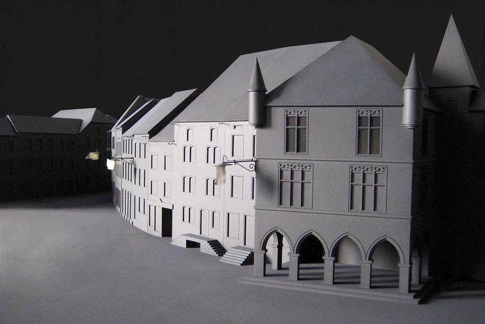 Ausstellungsmodell eines Stadtbildes, das die erste elektrische Straßenbeleuchtung zeigen soll. Im Maßstab 1:50, aus Kunst- und Holzwerkstoffen. Entworfen für das Tudor Museum in Luxemburg, in Zusammenarbeit mit Atelier Schmidt.