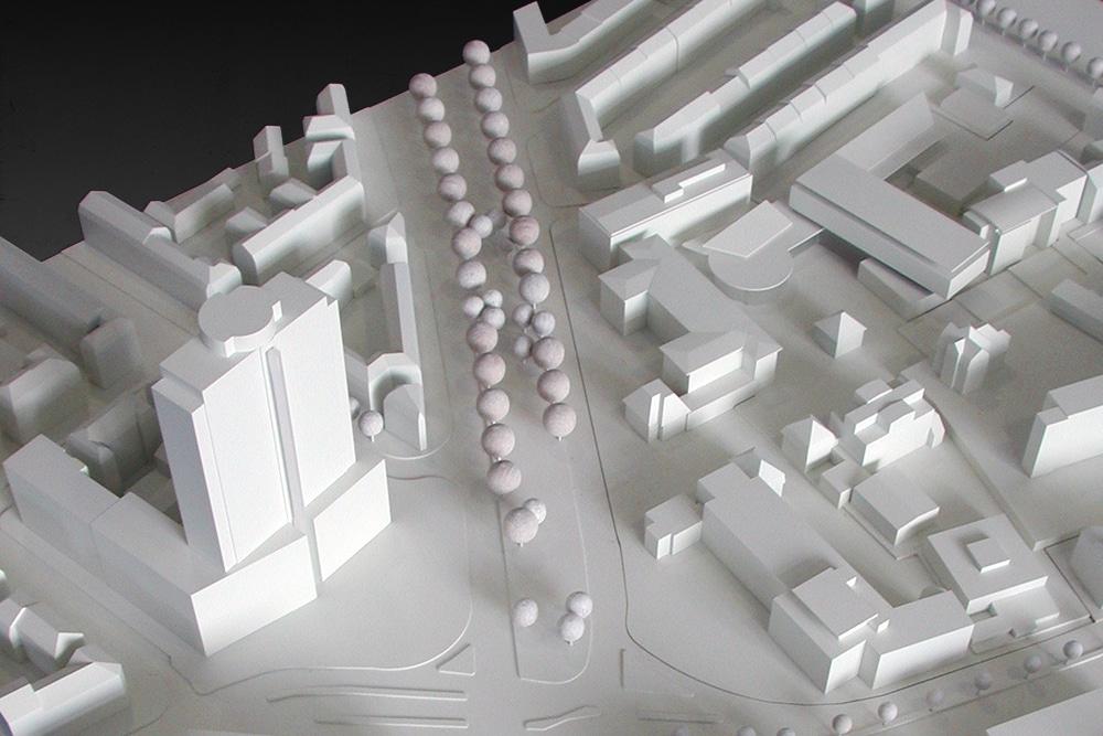 Wettbewerbsmodell der Fachhochschule Frankfurt, im Maßstab 1:500, aus Kunst- und Holzwerkstoffen. Entworfen für das hessische Baumanagement.